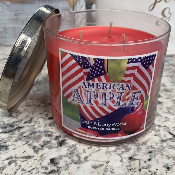 American Apple 3 wick candle